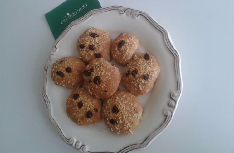 Çocuklara şekersiz kuru üzümlü kurabiye tarifi