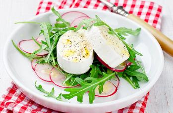 Keçi peynirli hafif enfes bir salata tarifi