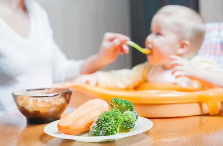 Bebekleri katı gıdaya alıştırmanın 10 yolu