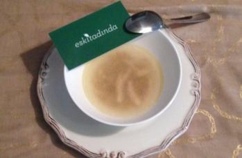 Tavuk suyuna çorba tarifi (erişteli)
