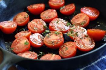 Sağlıklı yemekler için demir döküm tencereler