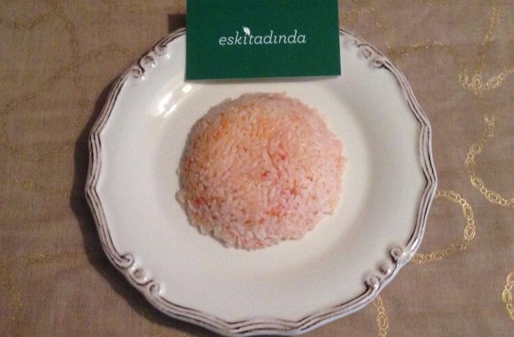 Tavuk suyuna domatesli pirinç pilavı tarifi
