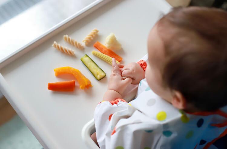 Bebeklere hangi ek gıdayı ne zaman verebiliriz?